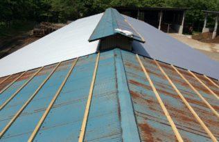 牛舎屋根 重ね葺き