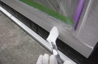 勝手口ドア枠塗装