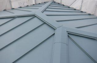 大屋根重ね葺き 完了