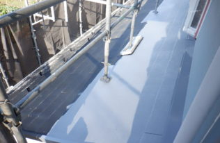 屋根下塗り 状況
