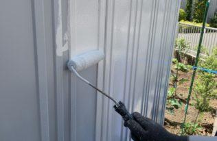 物置外壁中塗り 状況