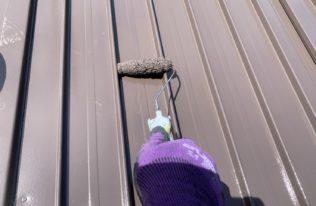 物置屋根上塗り 状況